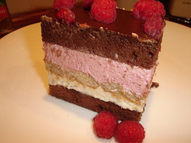 Articole culinare : Tort cu mousse de zmeura si ciocolata alba