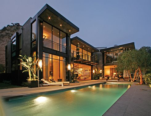 The Modern Architectural Design of Hollywood house