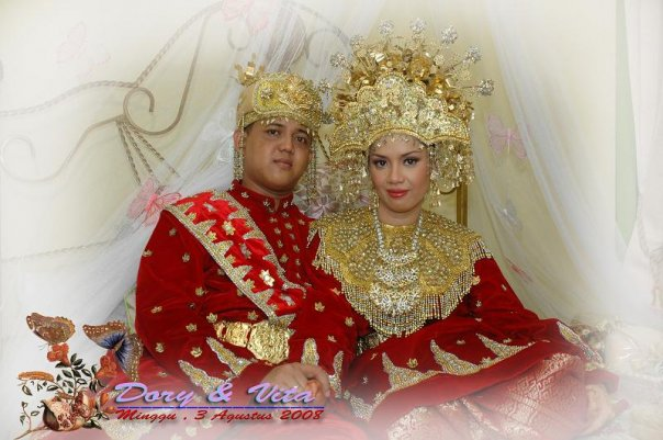 Indonesian Wedding Clothes Picture