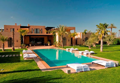 Beautiful swimming pool and villa