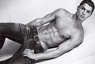 imagenes de cristiano ronaldo en ropa interior - imagenes de ropa | Cristiano Ronaldo muestra su figura para promocionar su