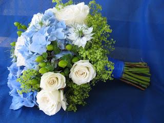 garden path flowers monicas cool blue wedding
