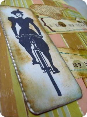 Staromodny notatnik z równie staromodnym rowerem.
