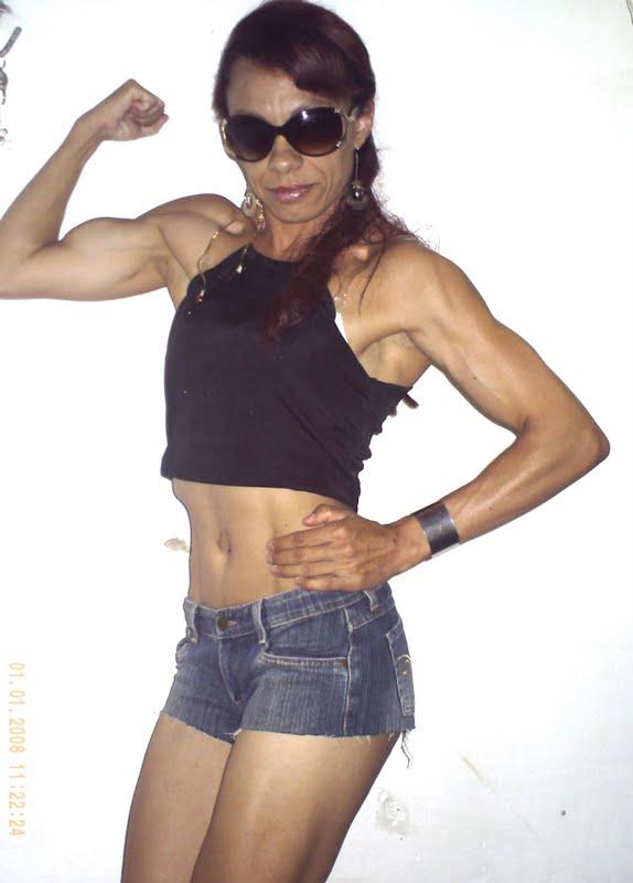 Muscular Girls: JANAINA flexes her muscles