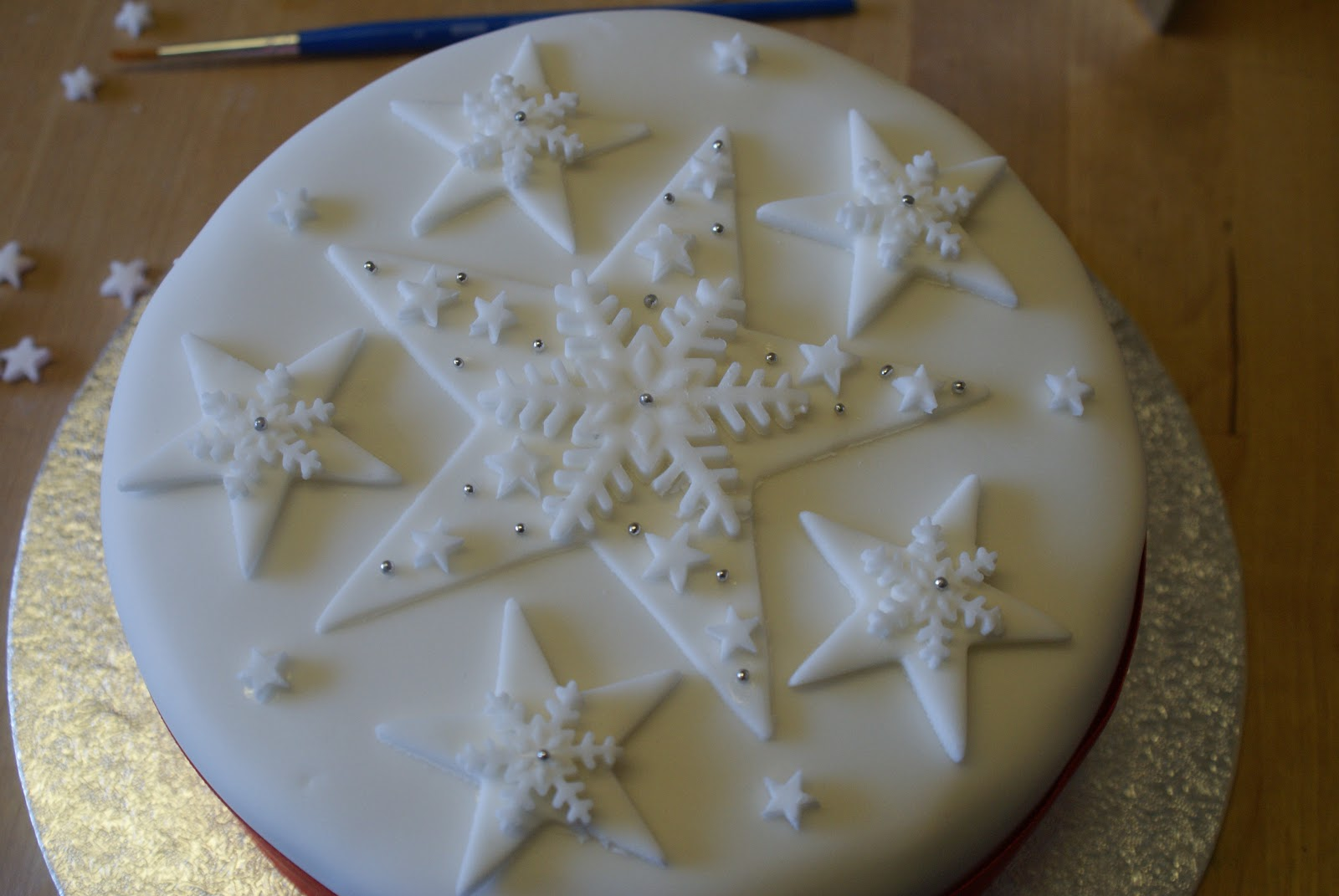 Christmas Cake Decoration With Stars : On the fourth day of Christmas The Pink Whisk sent to me ...