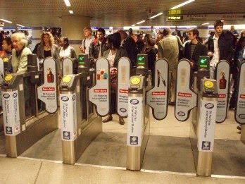 London+Underground+gantry