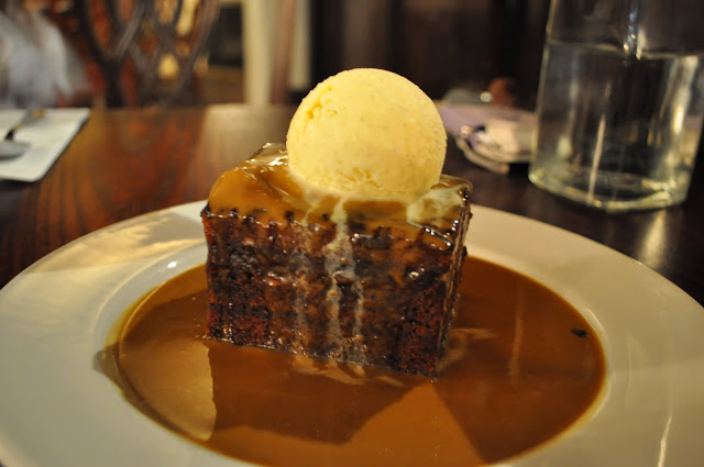 The+Albion+Georgian+pub+review+sticky+toffee+pudding+with+vanilla+ice+cream