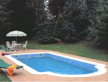 Piscinas de poliesters for Modelos de casas de campo con piscina