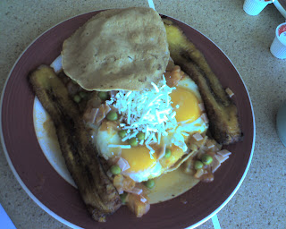 Huevos Motuleños - my new favorite breakfast!