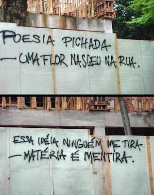 Muro pichado com poemas de Paulo Leminski