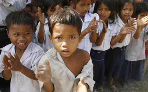 http://3.bp.blogspot.com/_hqgVFA7RYE4/TK-hJzSuyEI/AAAAAAAAD70/gdibdTNygzU/s1600/Poor+students+in+Cambodia+(AP).jpg