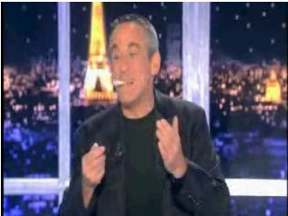 Thierry Ardisson nargue le CSA en allumant une cigarette et en buvant du champagne (vidéo)