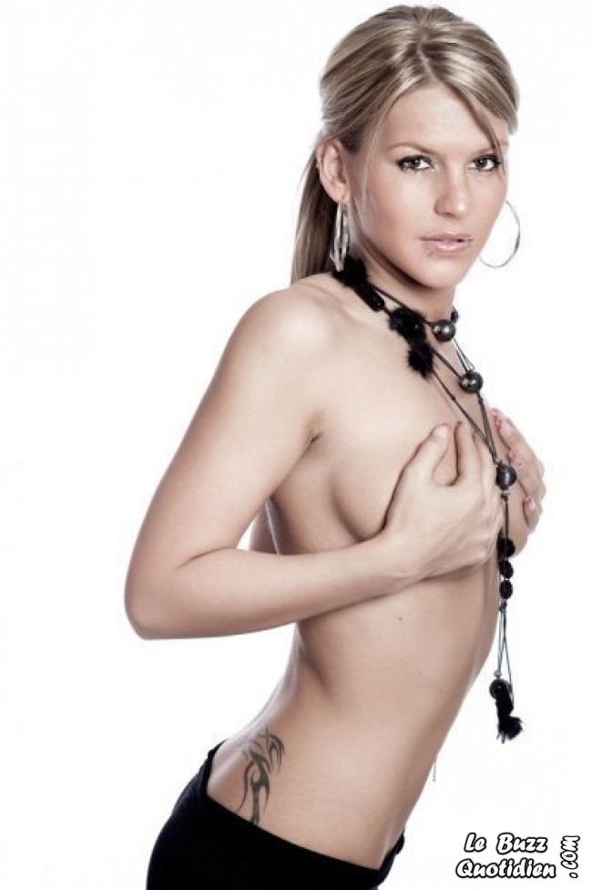 Amélie secret story 4 topless photo