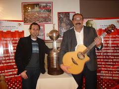 Con Iván, la guitarra y la Copa