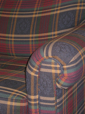 Incroyable SOLD   Broyhill Plaid Couch   $100