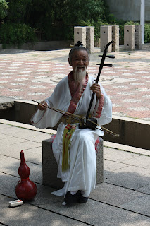 tongli man playing erhu @ shanghaid away