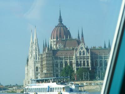 Blogu' lu' Joker:Cladirea imensa a Parlamentului din Budapesta