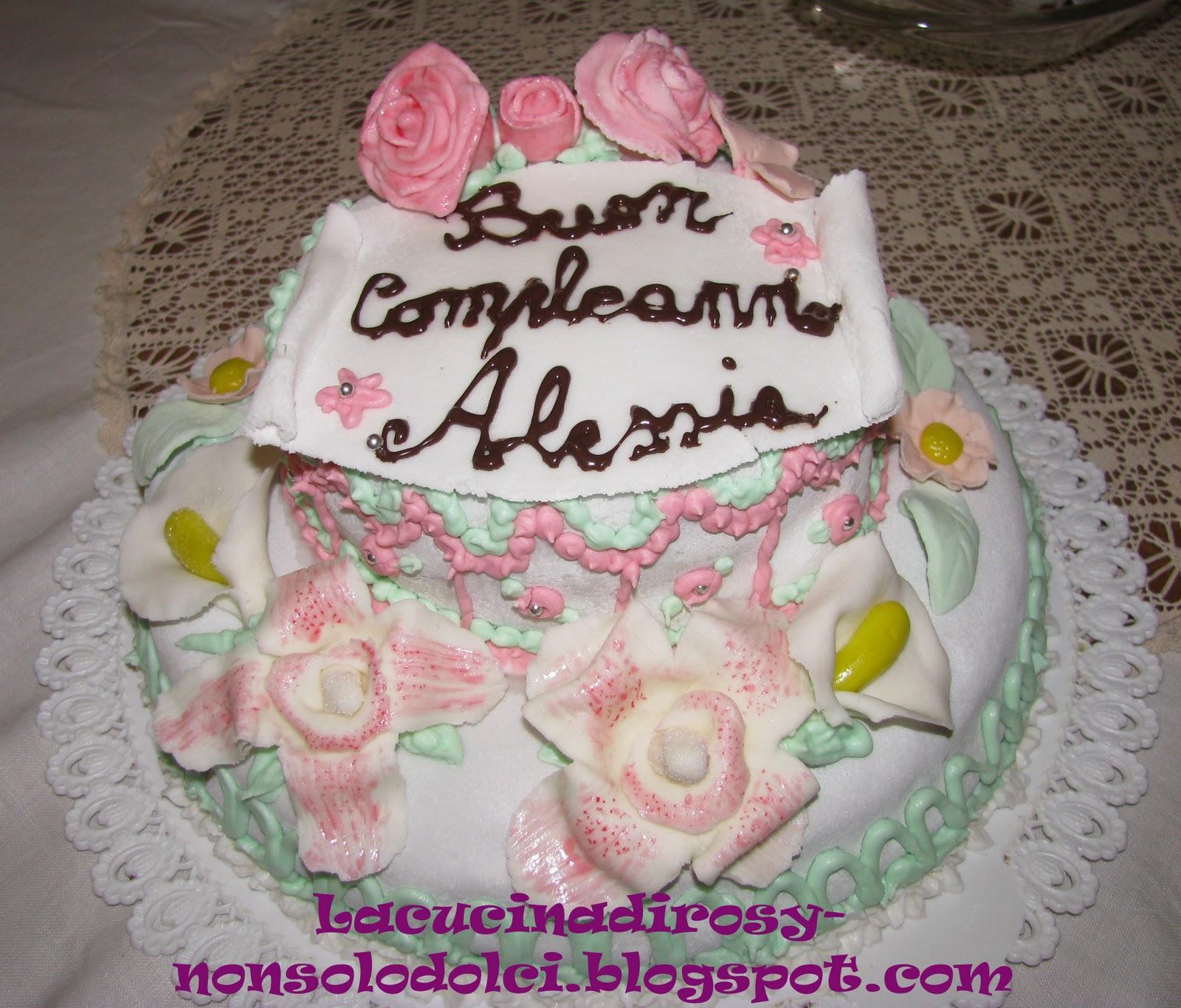 Torta di compleanno a due piani da la cucina di rosy su for Piani ed elevazione di due piani