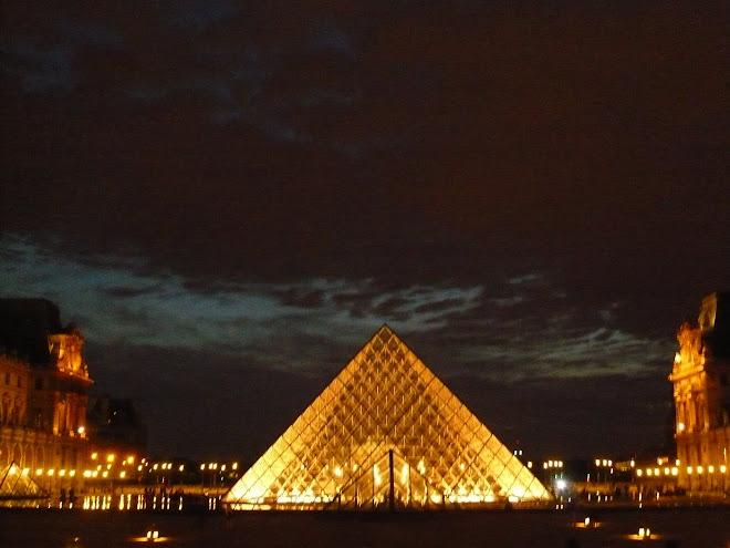 la piramide du louvre