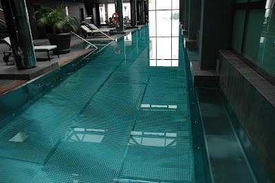 Le blog du 3 rue du port piscine miroir piscine inox et for Piscine miroir inox