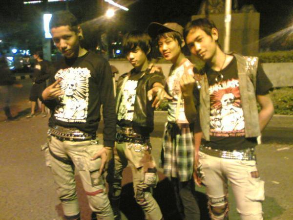 http://3.bp.blogspot.com/_i-v8bJKtcOw/TGI1upQ8hzI/AAAAAAAAAAs/DsHdiPvDCGc/s1600/punk.jpg