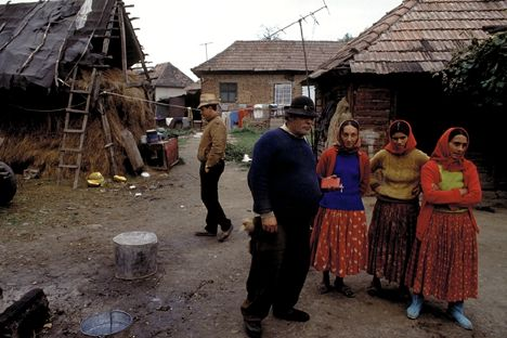 the prejudice and discrimination against the gypsies in hungary It became apparent, however, that prejudice against the romani population did  not disappear with the creation of a constitutional state, and that discrimination in .