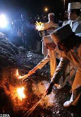 جشن سده - مراسم روشن كردن آتش بزرگ توسط موبدان بزرگ ايراني