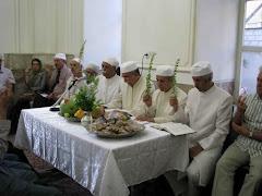 مراسم نيايش گهنباري در اتشكده تهران . شاخه گياه مورد مقدس بوده و در دست موبدان است