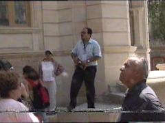 پویا منصفی به همراه توریستهای ایرانی در باکو - اذربایجان