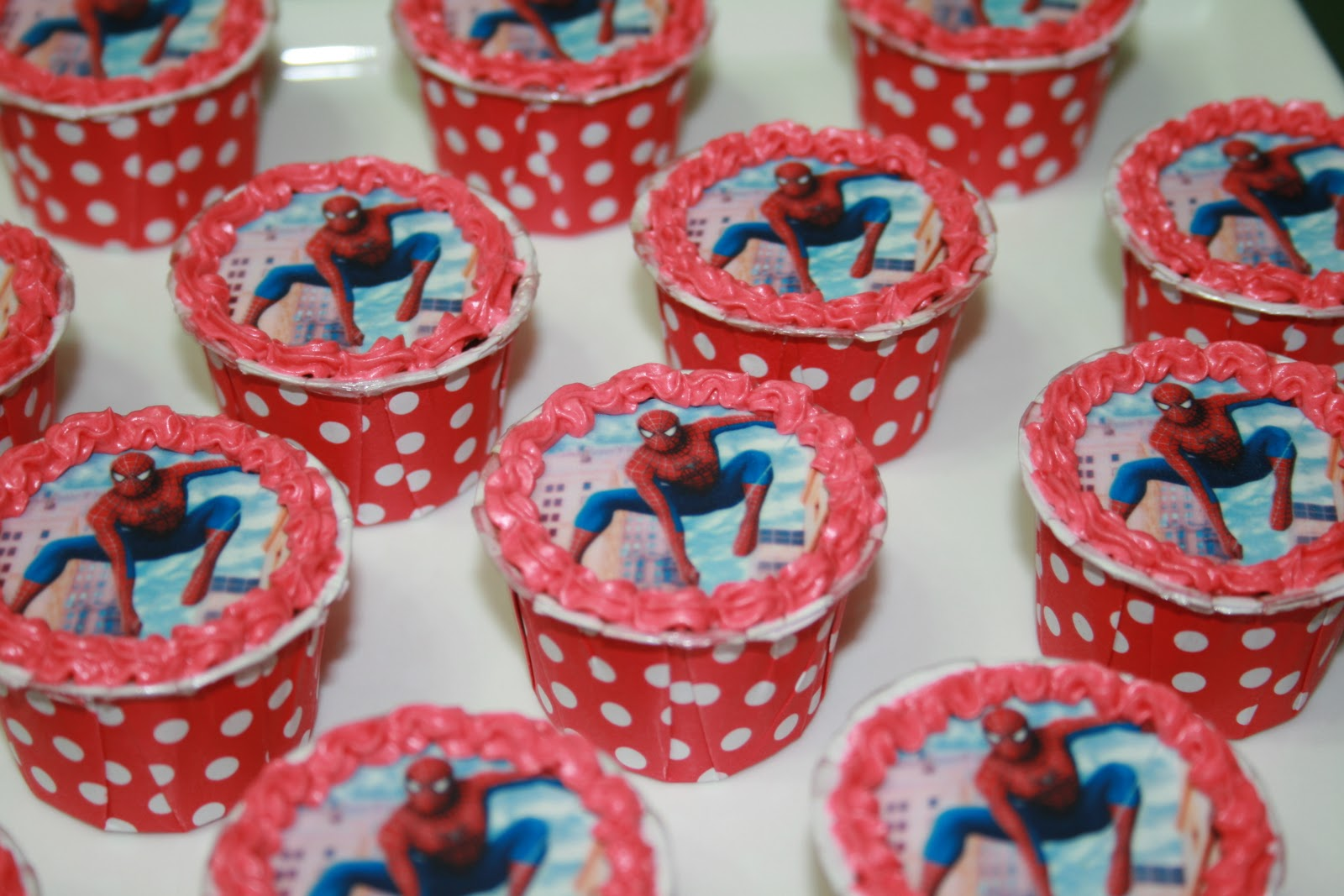 Ritz Passion : Spiderman & Ultraman Cupcakes