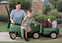 I love the little door, so your little ones can easily step in and out, without you having to lift them into the wagon.