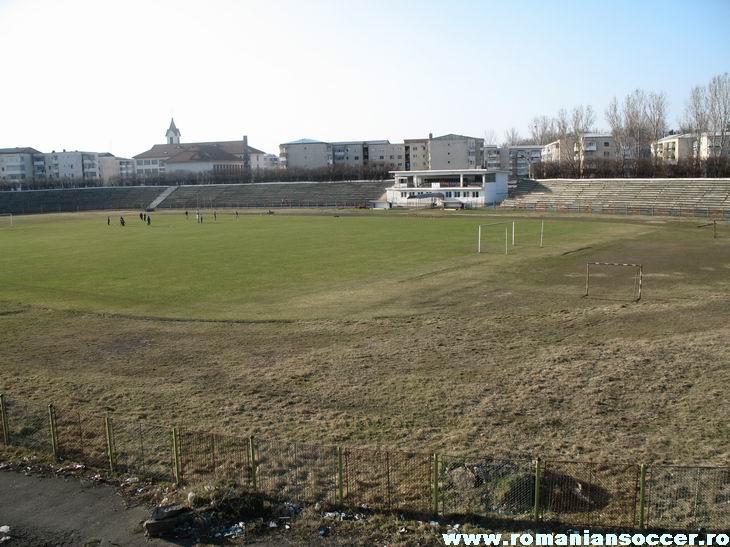 LAMINORUL ROMAN Roman_stadium_01