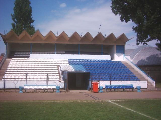 UNIREA SANNICOLAU MARE Unirea+sinicolau+mare+tribuna-oficiala-stadion