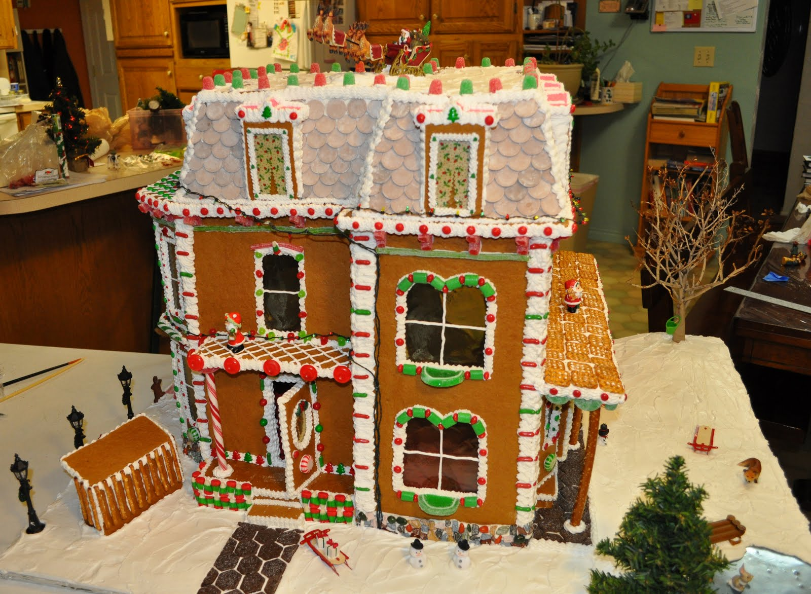 David & Gwen Schwieder Family: The gingerbread house is finished!