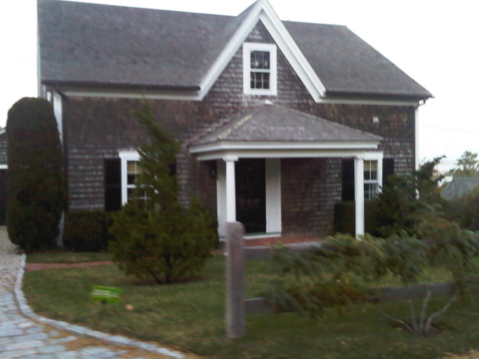 sister ex recently travelled to cape cod and sent me some pics she knows i would rather see photos of the homes than a photo of her and i think she s