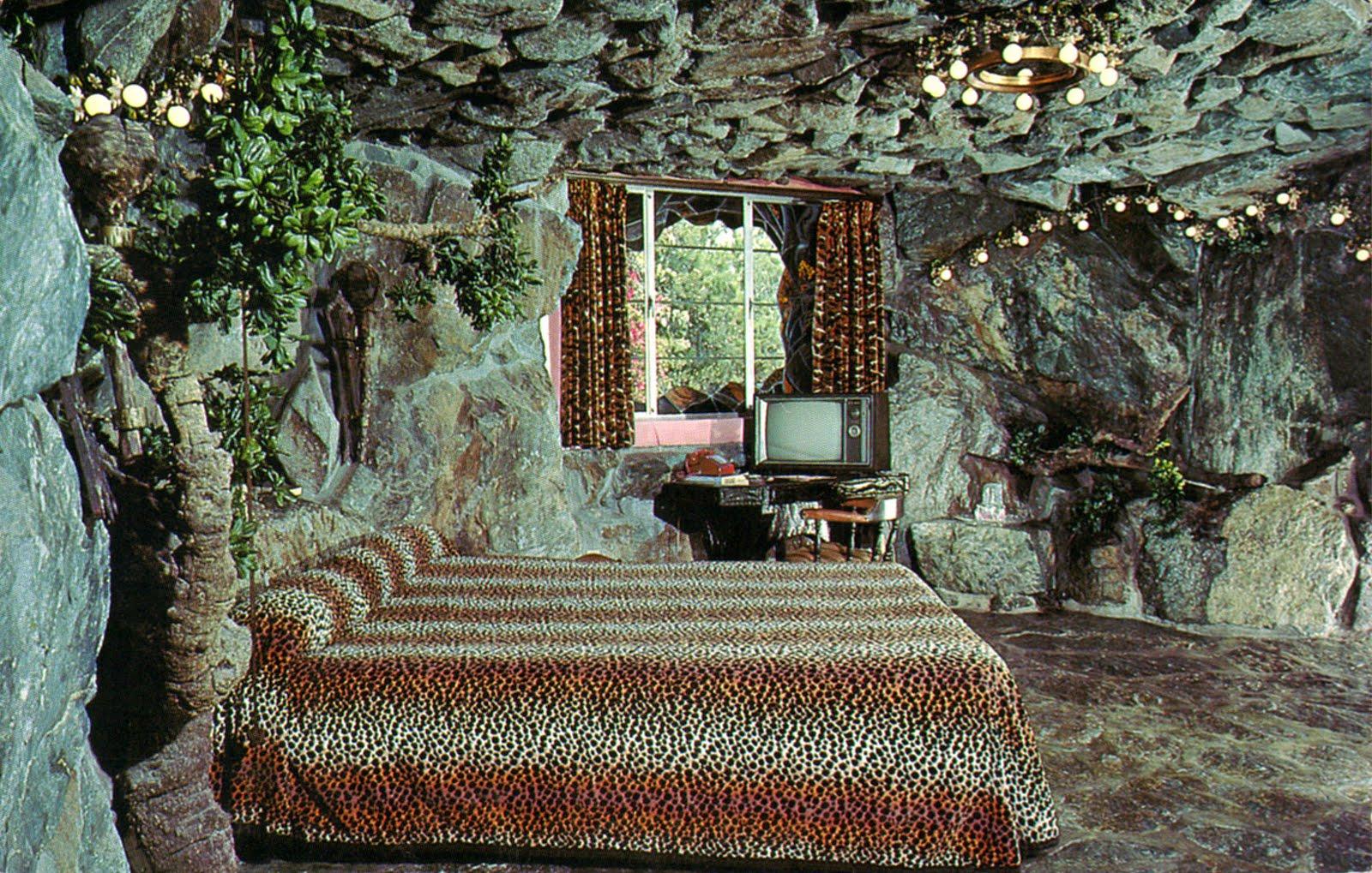 http://3.bp.blogspot.com/_i90_v6awmPA/S_BrUIy4YoI/AAAAAAAAA6I/Yi5s2rsCY3w/s1600/madonna_inn_room137_cave_man_room_san_luis_obispo_CA.jpg