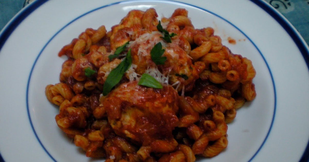 edible ventures: Pasta with Turkey Meatballs in Spicy Tomato Sauce