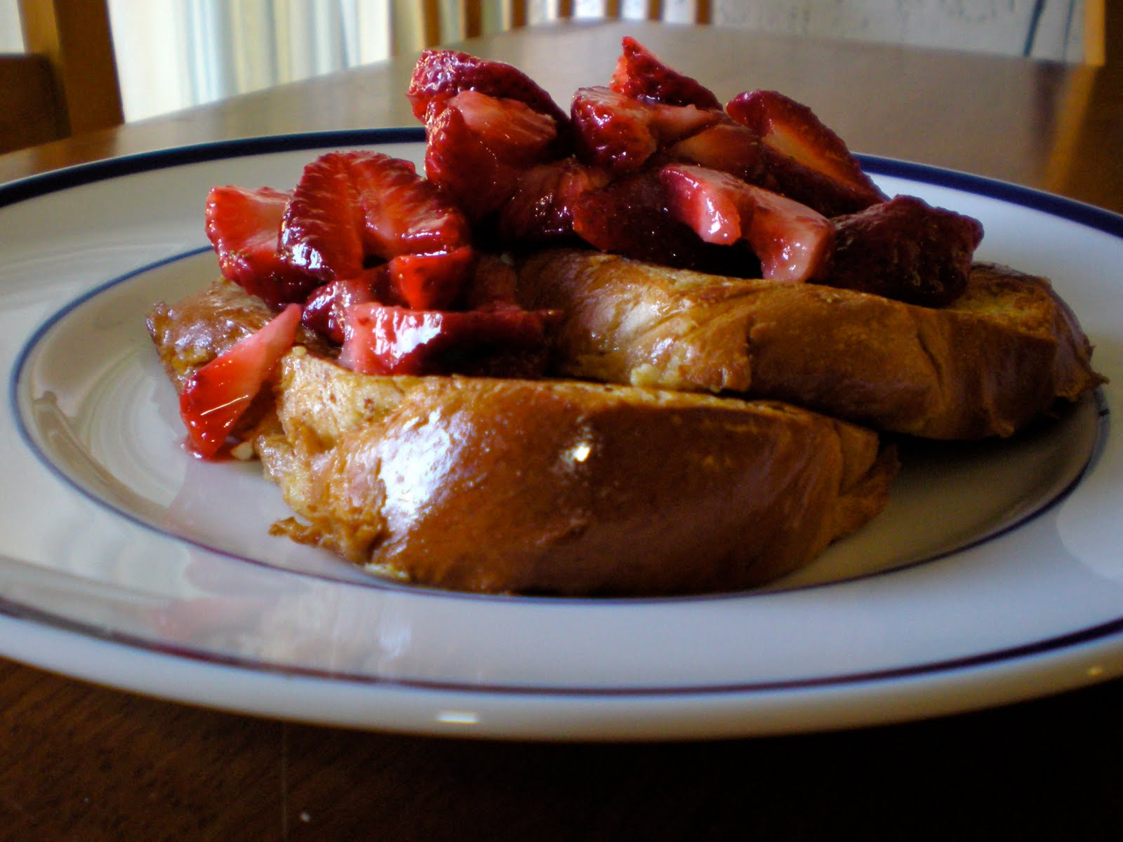 edible ventures: Strawberry Challah French Toast