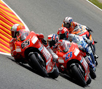 VIDEO MOTOGP SPANYOL 2011 CATALUNYA Youtube Duel Stoner Rossi Lorenzo