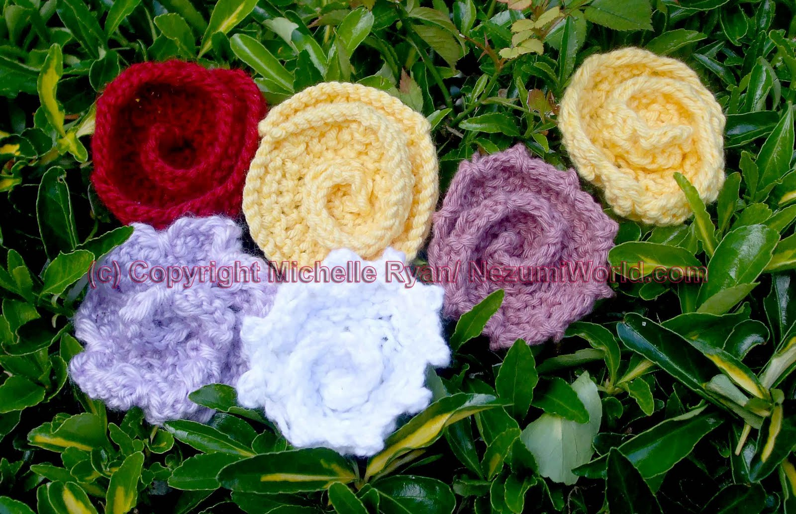 Knitting Roses Pattern : Nezumiworld knitted red rose brooch
