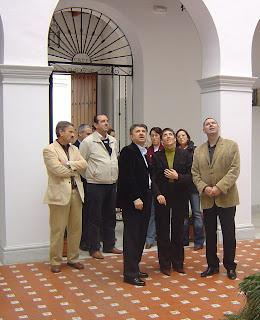El Alcalde y el Equipo de Gobierno recibiendo a las autoridades en ele Patio Central del Ayuntamiento