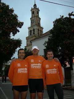 De izq a dcha.: Carlos, Partido y Calle en Llano del Sol
