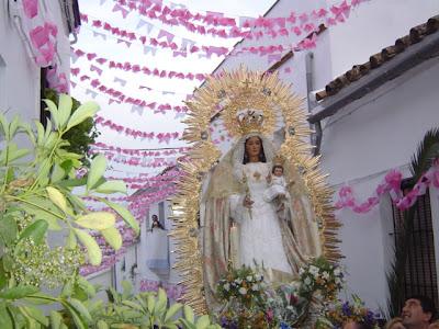 La Virgen del Robledo en su visita a los barrios
