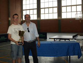Jorge López recoge primer premio senior del Torneo Tenis de Mesa de Verano