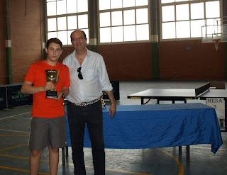 Jesús López recoge primer premio infantil del Torneo Tenis de Mesa de Verano