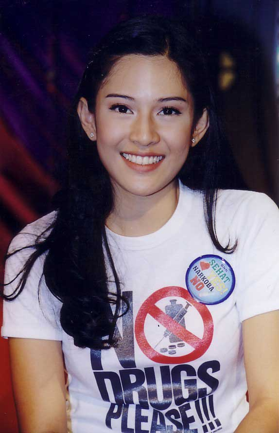 Dian Sastrowardoyo - Photos