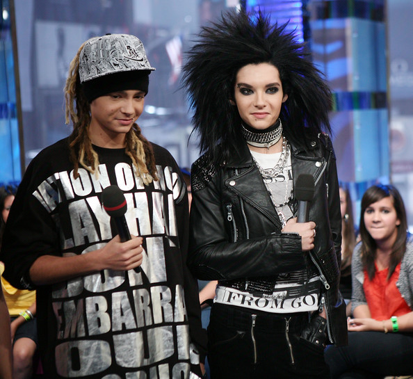 Tom and Bill kaulitz. Singing Durch den Monsun (video clip )