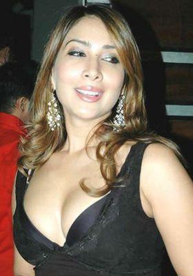 Will Tanushree boob show looks