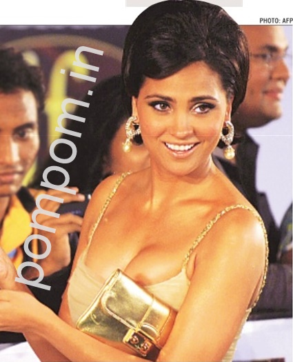 Lara Dutta Near Nip Slip On Hindustantimes Ht City
