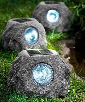 Lampade alimentate con l energia del sole tanti modelli molto risparmio casa servizi - Lampioni da giardino economici ...